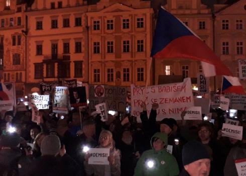 Ca. 9000 Menschen marschierten letzten Freitag durch Prag, um den Rücktritt des Premierministers zu fordern.