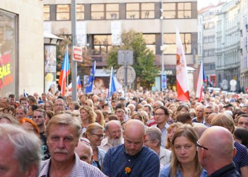 Ca. 8 bis 10.000 Menschen gedachten den Opfern des Kommunismus und demonstrierten gegen Andrej Babiš und Miloš Zeman. Foto: K. Kountouroyanis