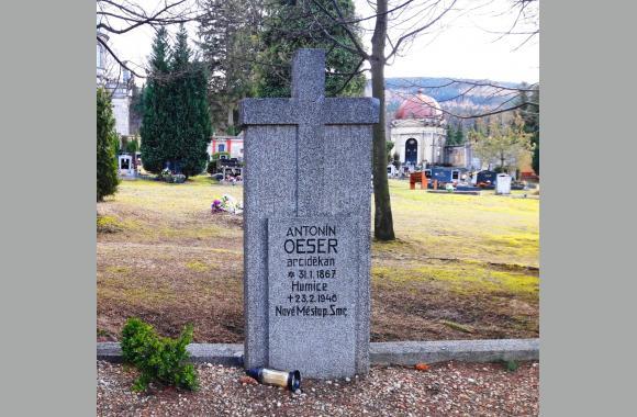 Grabstein von Anton Öser auf dem städtischen Friedhof in Neustadt a. T.